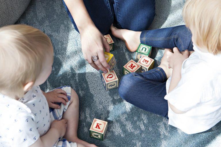 Recommandations et activités pour les babysitters d'enfants autistes