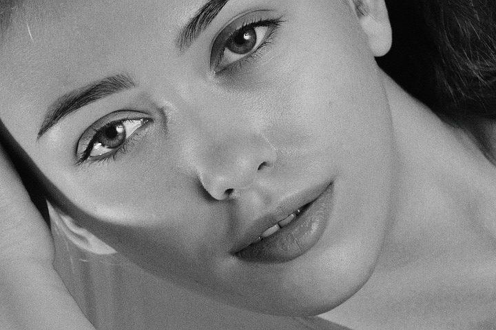 Les femmes et le maquillage permanent