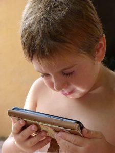 bébé-smartphone