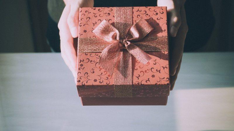 Idée cadeau : un objet personnalisé à offrir à la maîtresse d'école