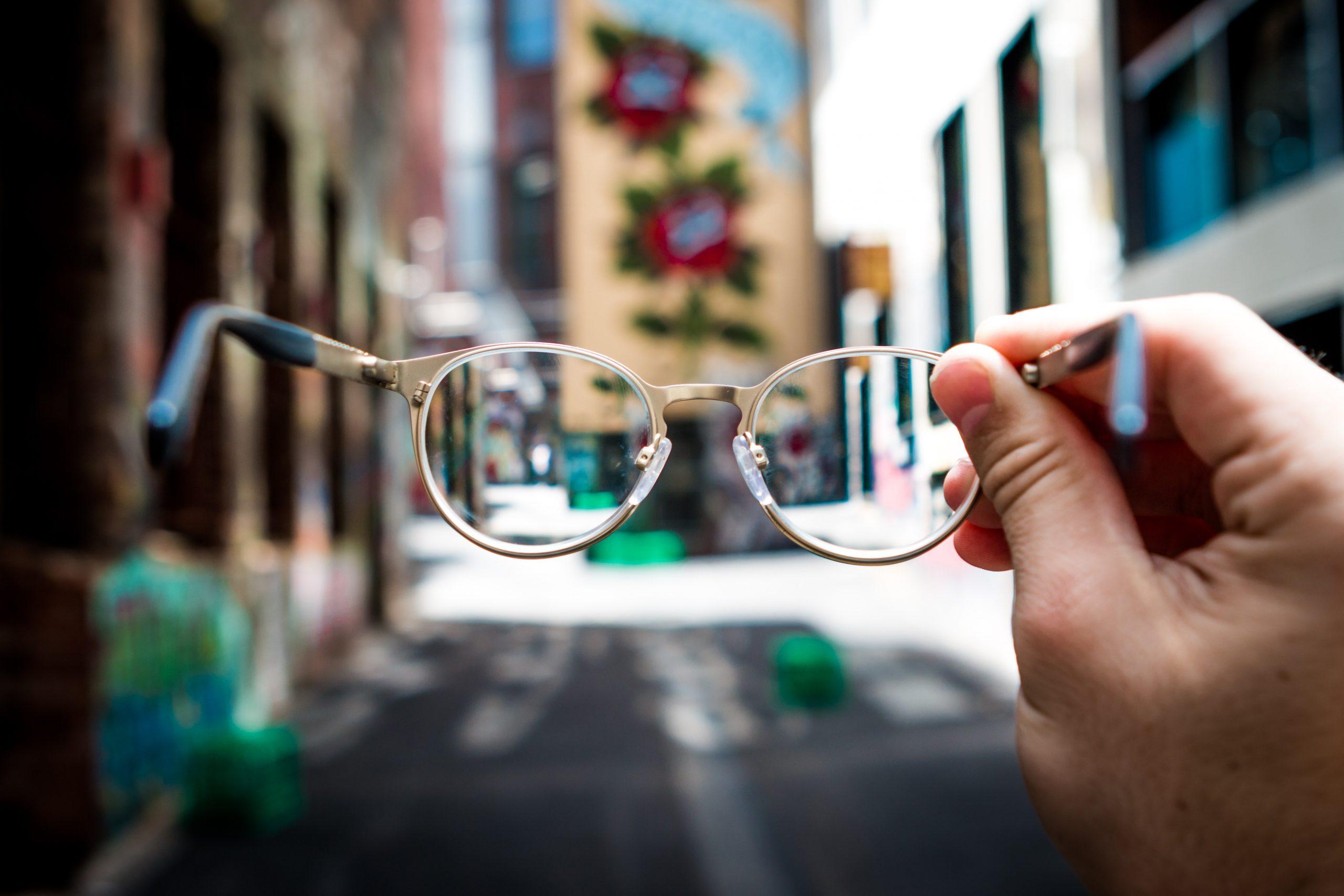 Santé : Choisir une assurance optique pour senior